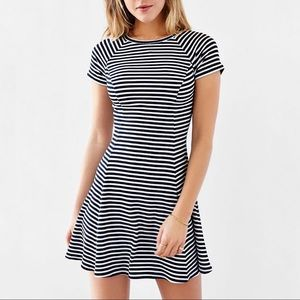 BDG Jackie Black and White Stripe Flare Ribbed T-Shirt Dress Size M